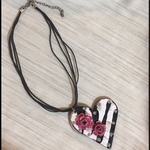 💐Sweet PINK ROSES on HEART NECKLACE/BLACK CORDING